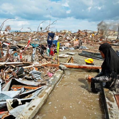 Tsunami-Hilfe entzweit die Gesellschaft