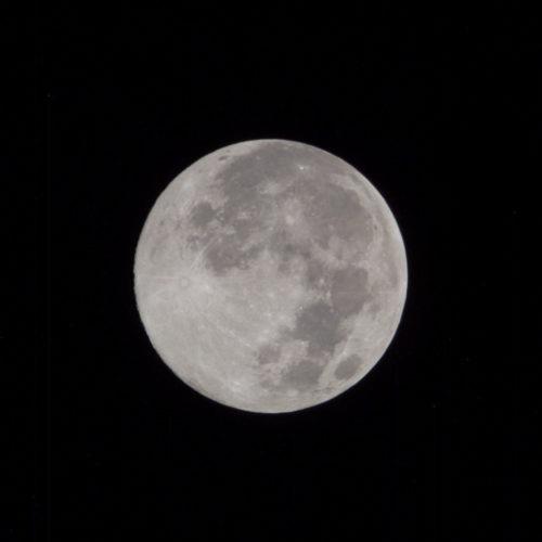 Gut verstecktes Wasser auf dem Mond