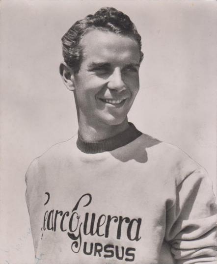 Hugo Koblet, einer der erfolgreichsten Schweizer Radrennprofis. Hier auf einer Postkarte von 1954.