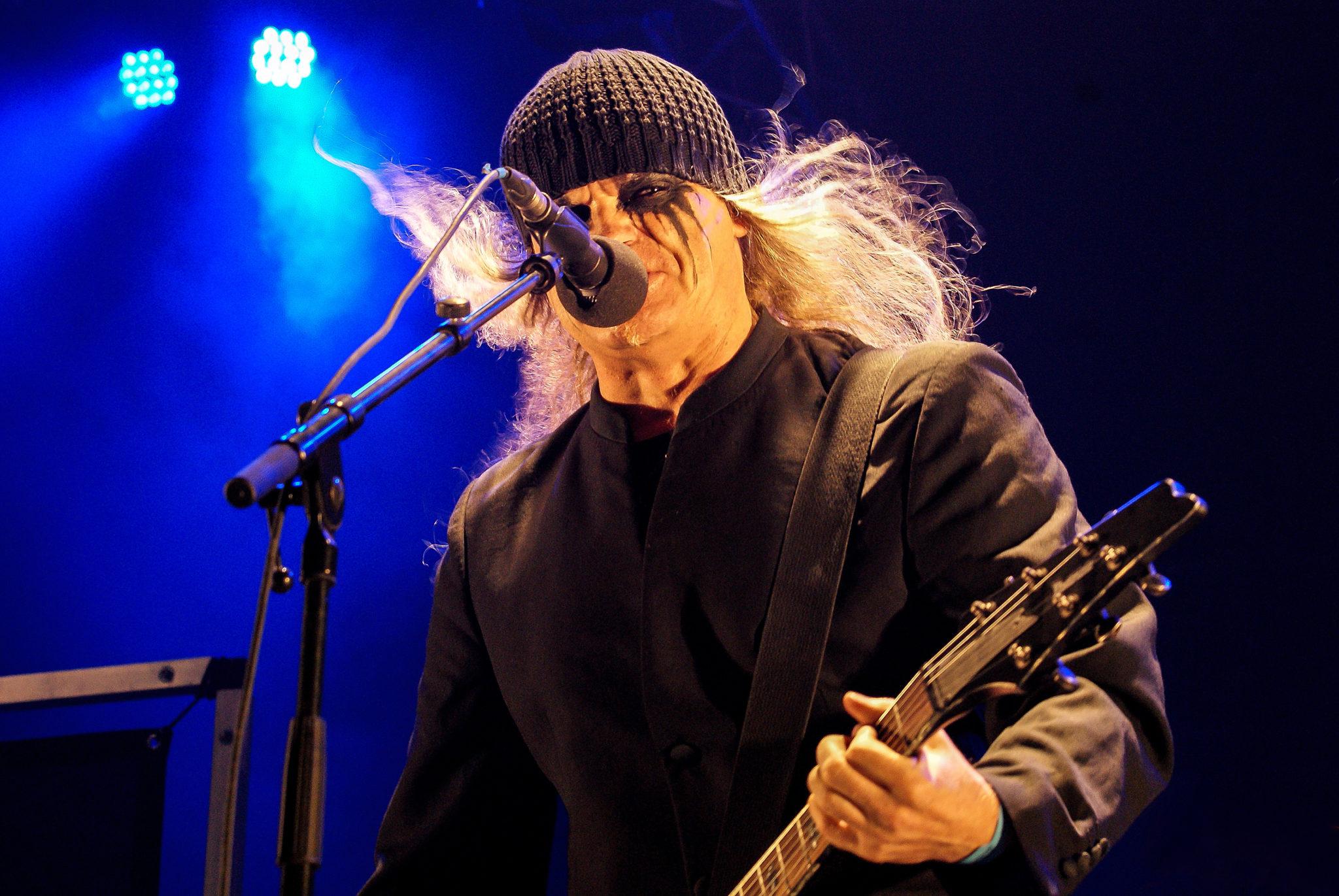 Tom G. Warrior von Triptykon bei einem Auftritt am Hellfest 2011 in Clisson, Frankreich.