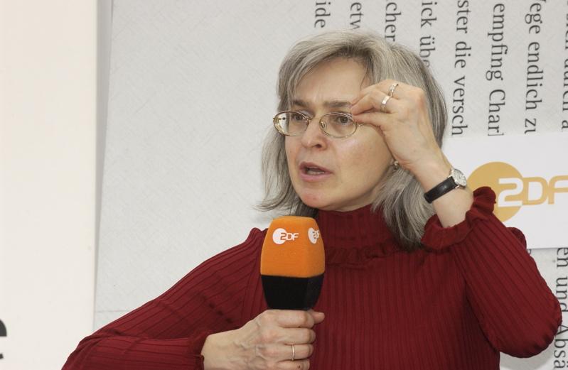 Die russische Journalistin Anna Politkovskaya. Nachdem sie zahlreichen Einschüchterungsversuchen getrotzt hatte, wurde sie am 7. Oktober 2006 in Moskau ermordet.