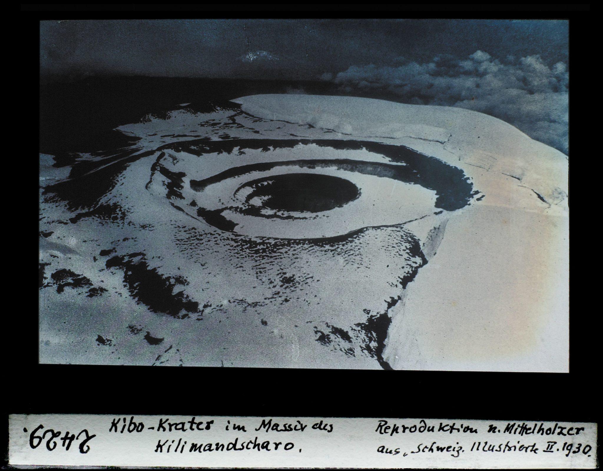 Kibo-Krater im Massiv des Kilimandscharo.