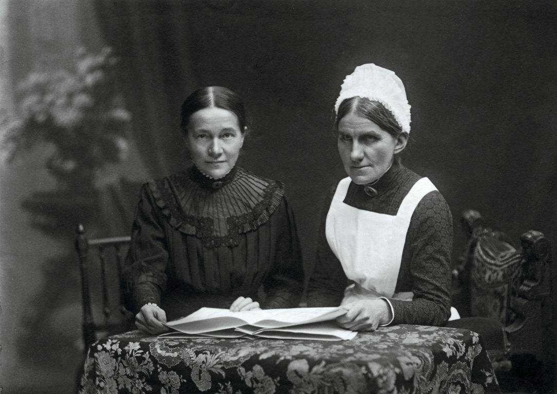 Anna Heer und Ida Schneider, die Chefärztin und die Oberin der Pflegenden.