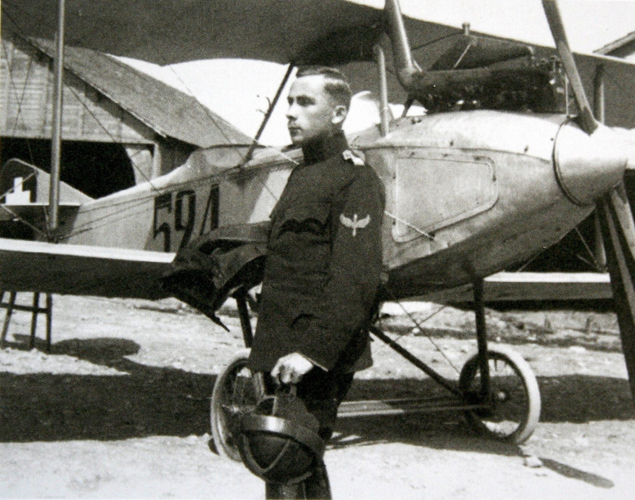 Ein junger Walter Mittelholzer als Militärpilot, circa 1918.