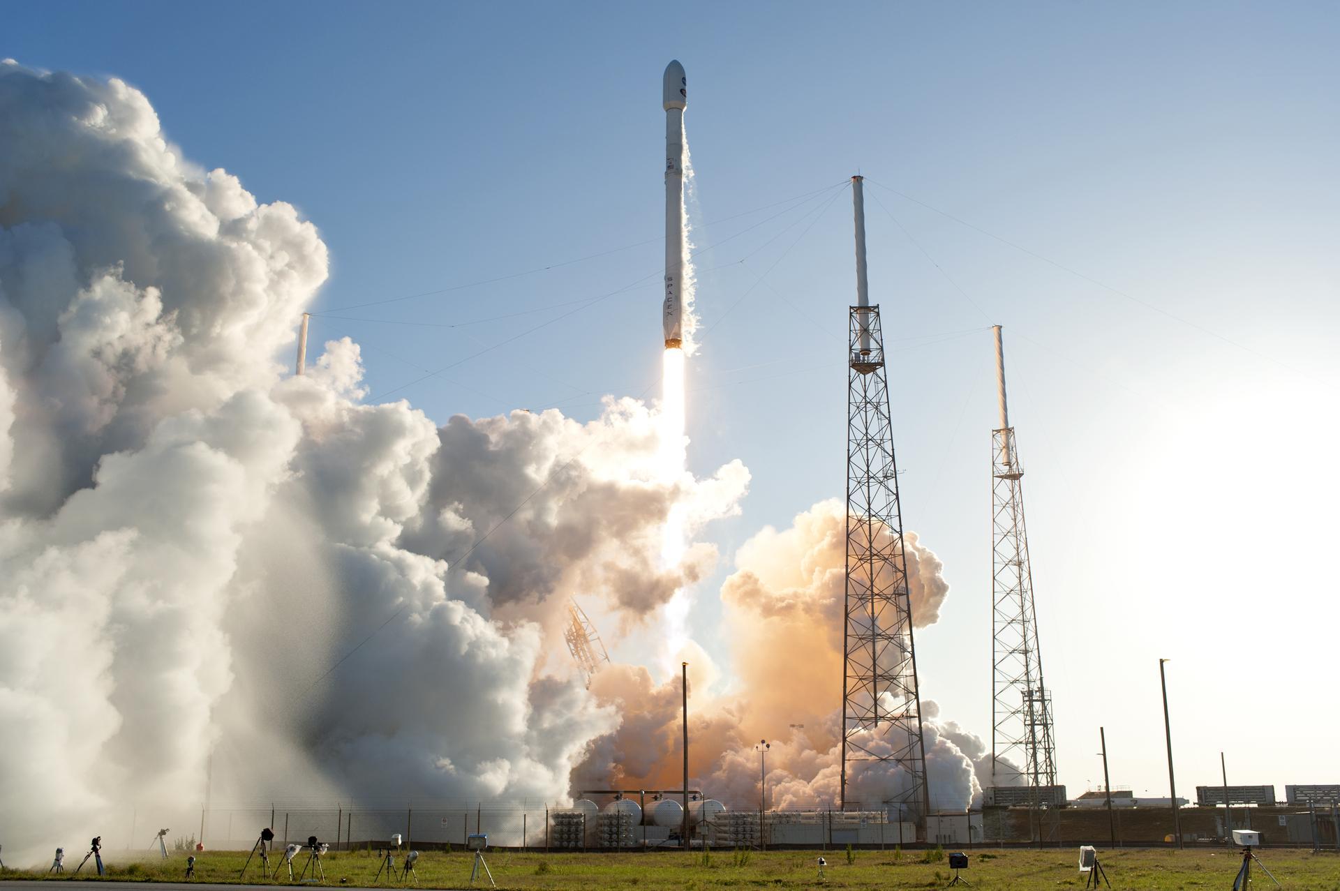 Einmal Weltraum einfach. Die Rakete vom Typ Falcon 9 schoss Tess am 18. April 2018 ins All. Heute befindet sich Tess längst in einer Erdumlaufbahn und schiesst Bilder vom All.