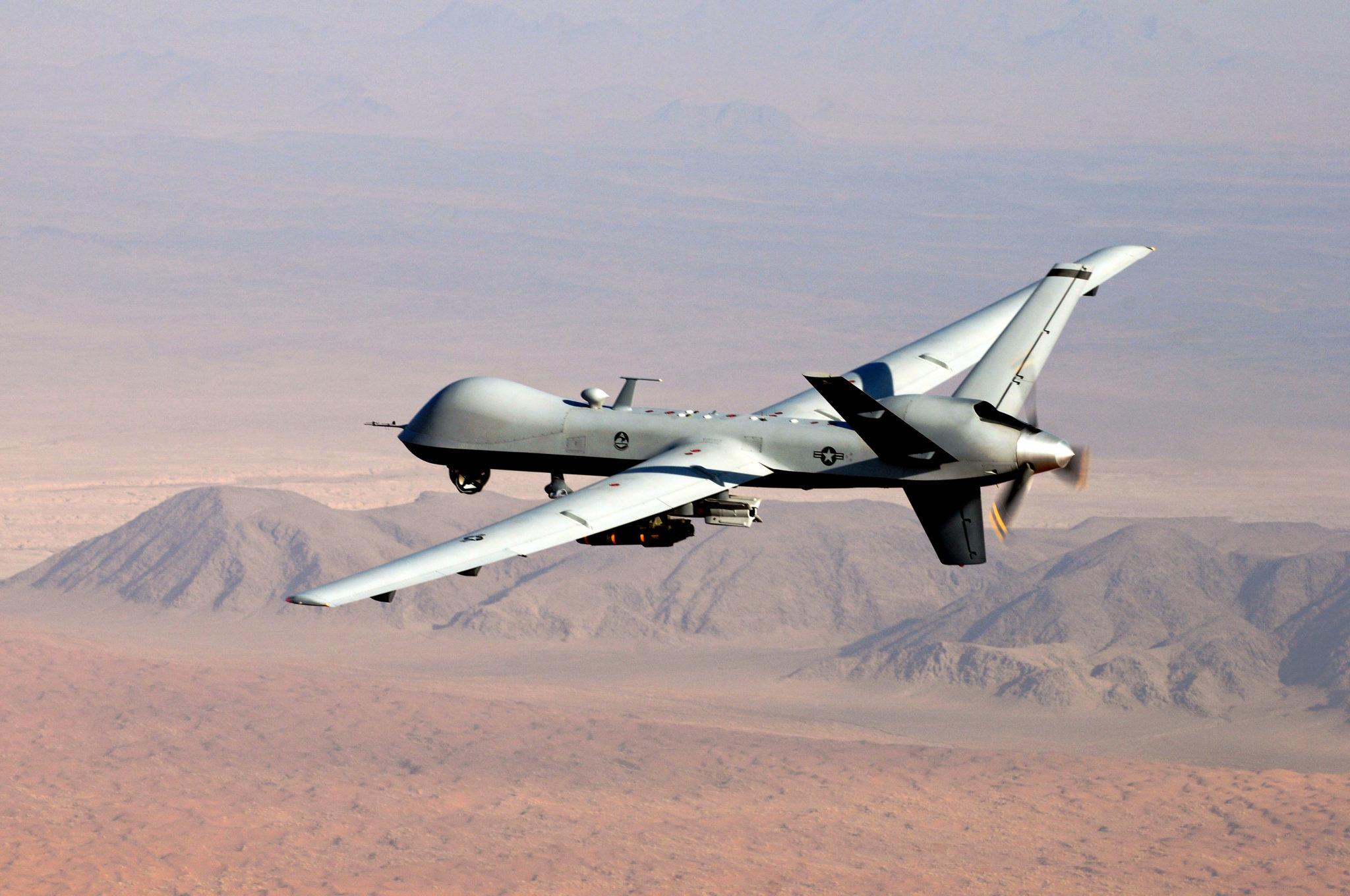 Eine unbemannte Drohne des Typs MQ-9 Reaper fliegt eine Mission über dem südlichen Afghanistan. Auch diese Roboter können sowohl ferngesteuert wie autonom agieren.