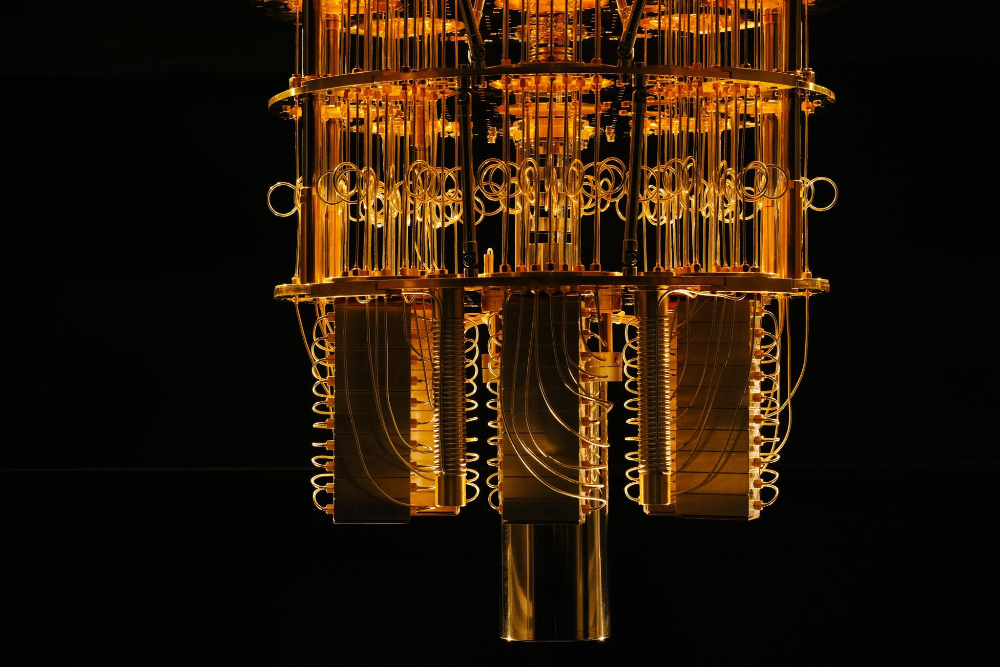 Was etwa so gross ist und aussieht wie ein Kronleuchter ist in Wirklichkeit das Kühlelement eines Quantencomputers.