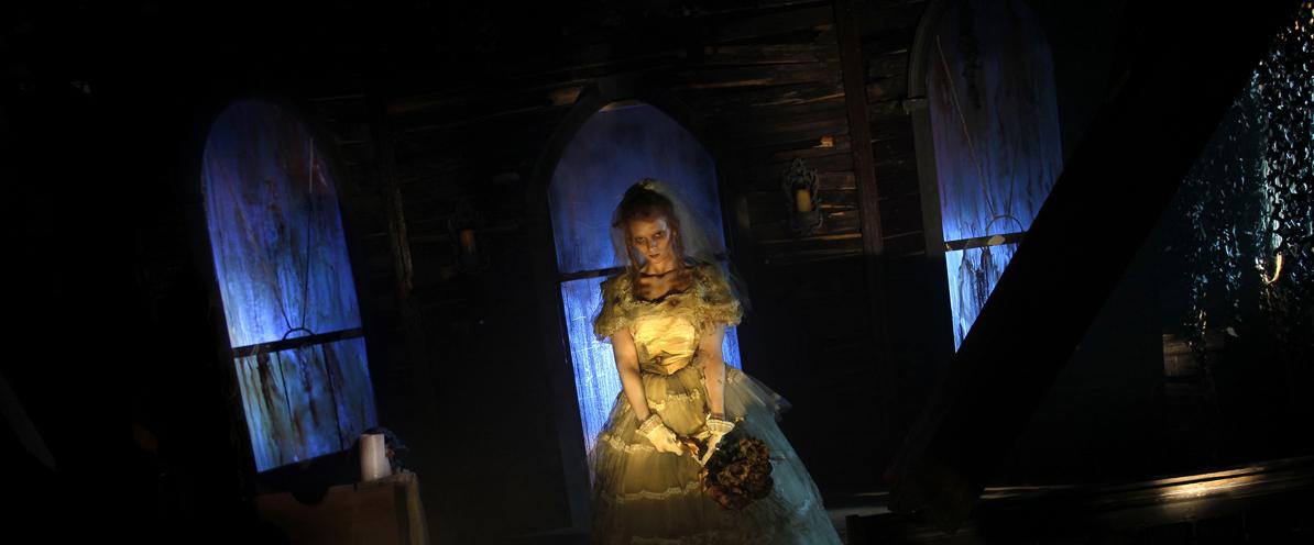 Ist die unheimliche Braut eine Figur oder ein echter Mensch? Im Pittsburgher Horrorhaus kann man sich nie sicher sein.