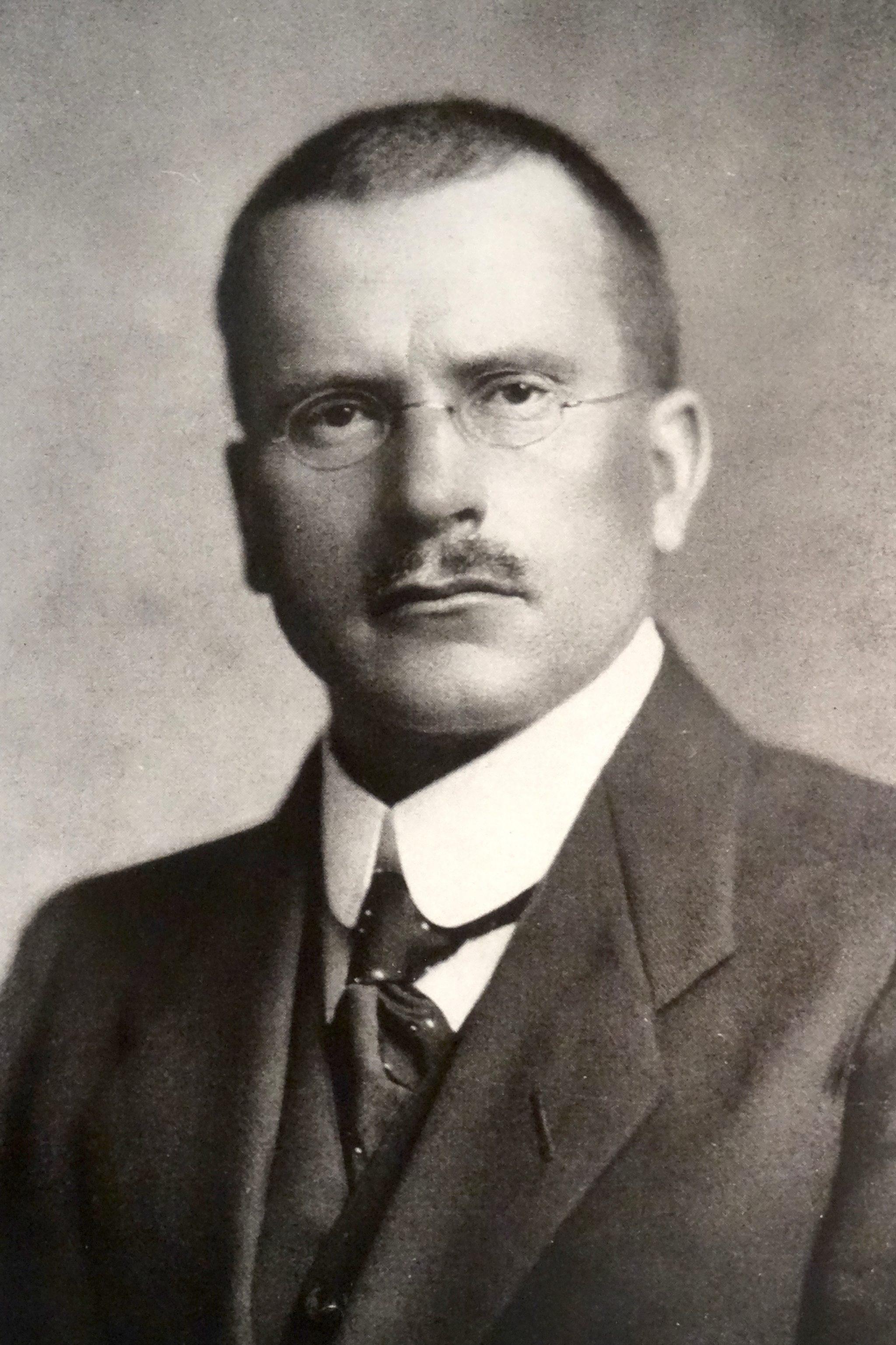 Nach Carl Gustav Jung muss der Mensch scheinbar Gegensätzliches wie Gefühl und Verstand akzeptieren, um zu reifen.