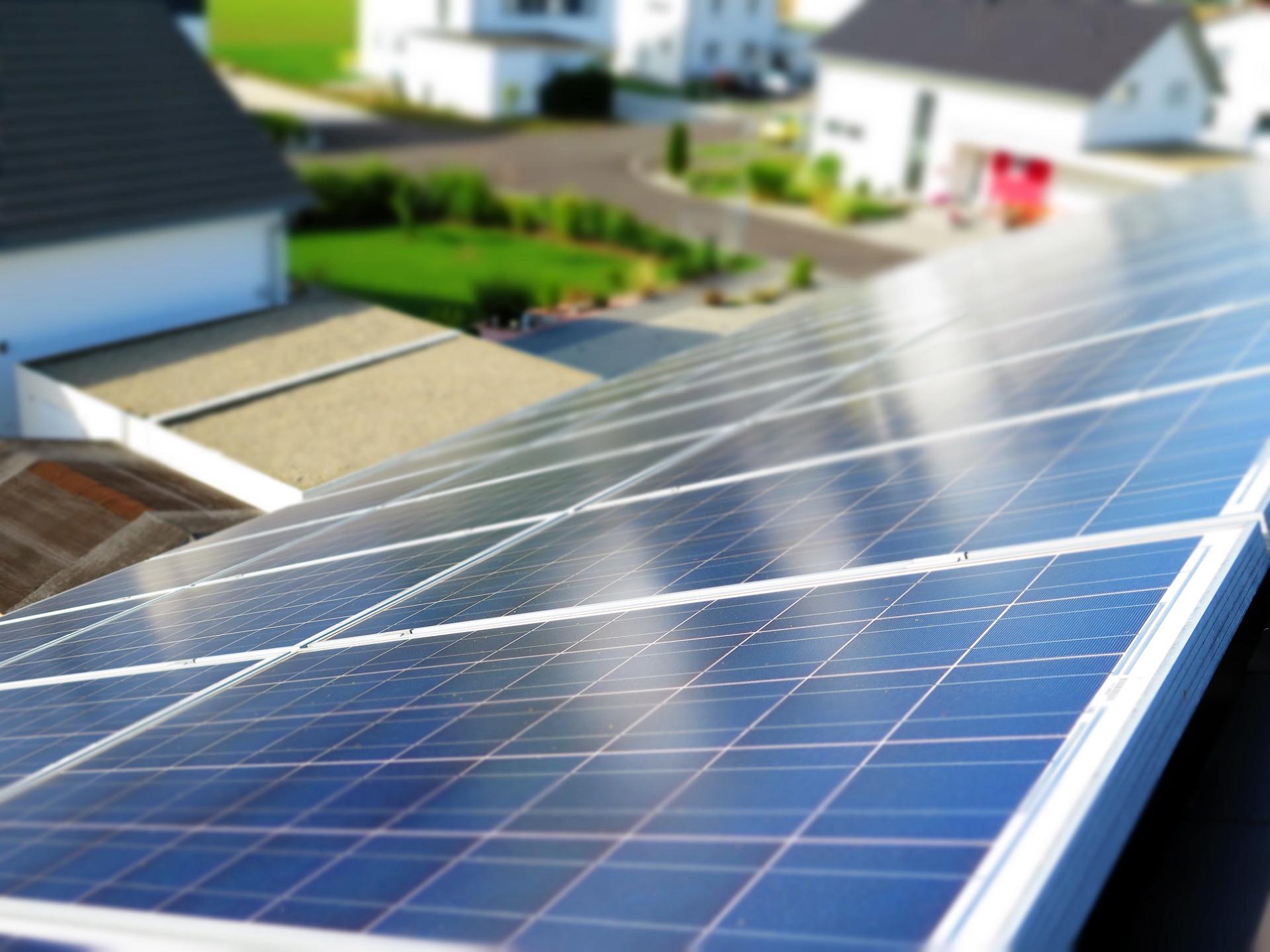 Solarstrom direkt vom Nachbar anstatt vom weit entfernten Kraftwerk: Ein Forschungsprojekt in Walenstadt will herausfinden, wie das funktionieren kann.
