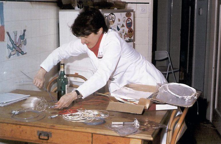 Der Küchentisch, an dem die Ballonkatheter erfunden und bis Mitte 1976 auch hergestellt wurden.