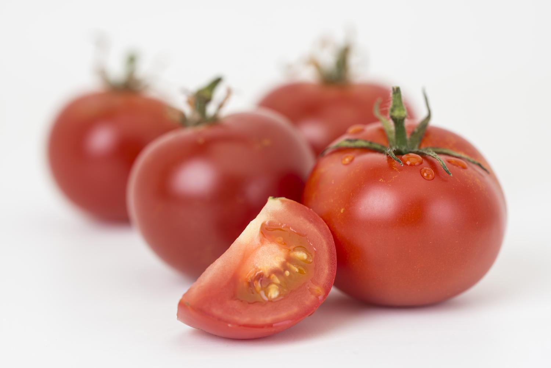 Lecker aussehende Tomaten, die gentechnisch verändert wurden
