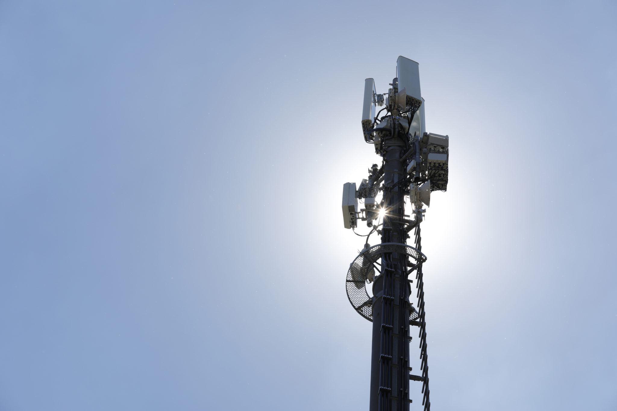 Die neuste 5G-Technologie, Kasten Mitte links, an einer Antenne der Sunrise fotografiert beim Standort Oerlikon am Tag vor dem eigentlichen Medienevent am Dienstag, 26. Juni 2018, in Zuerich. (PPR/Aladin Klieber)