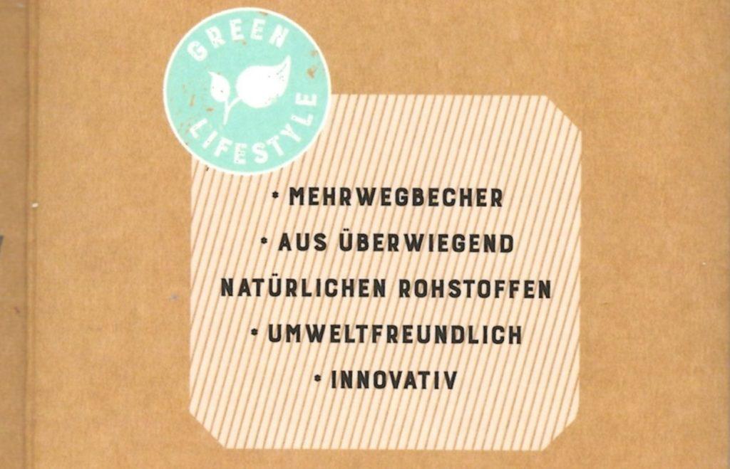 Beschriftung auf der Verpackung eines Mehrweg-Kaffeebechers.