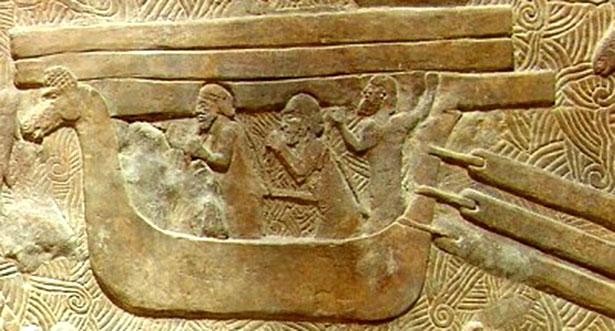 Reliefs wie dieses zeigen die Phönizier auf ihren Fahrten durch das Mittelmeer.