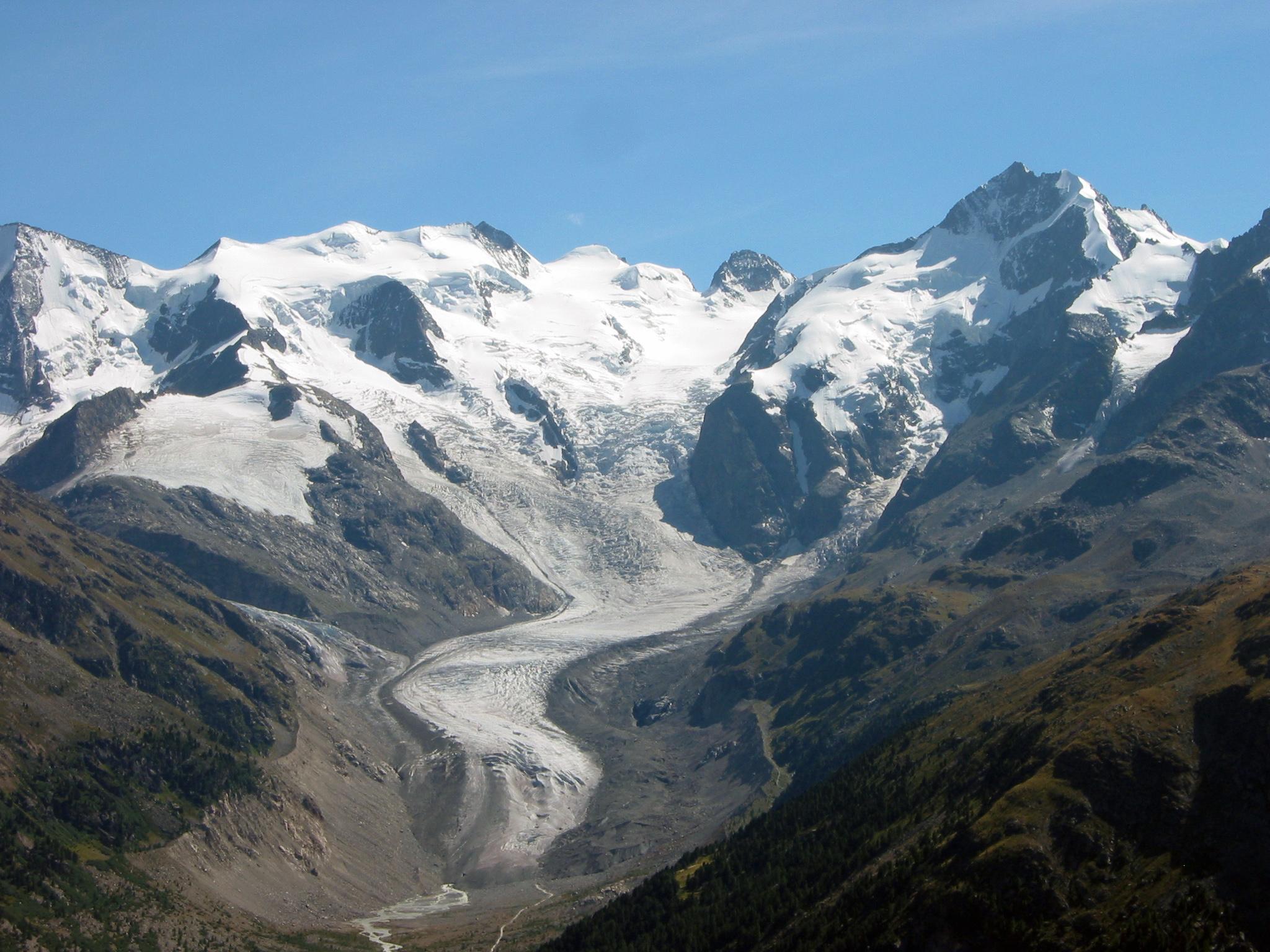 Morteratsch-Gletscher schmilzt: Klimaerwärmung steigert temporär Stromproduktion und senkt Verbrauch.