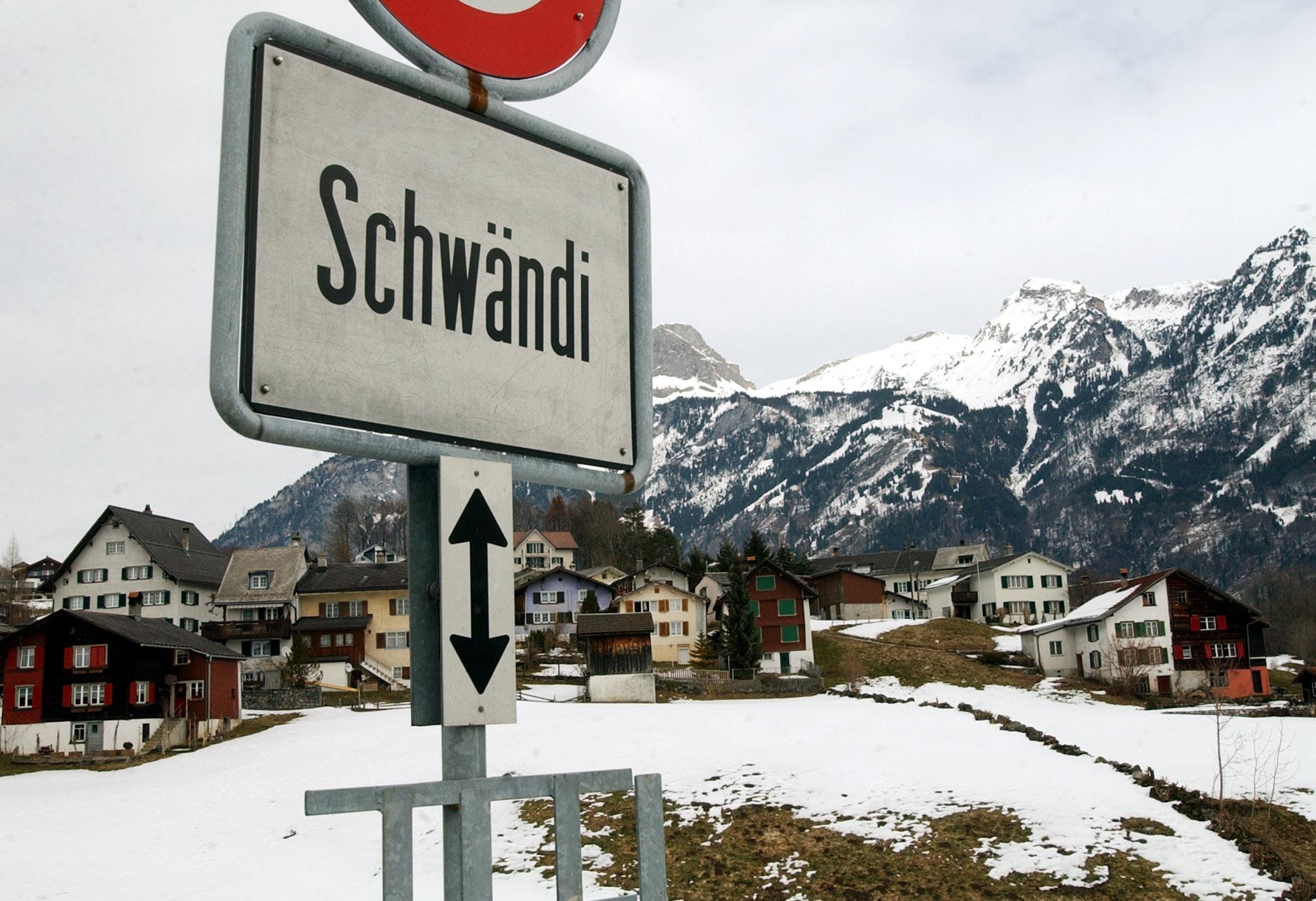 Schwändi im Kanton Glarus: Der Ortsnamen weist darauf hin, dass hier im Hochmittelalter intensiv gerodet wurde, was damals nämlich schwenden hiess.