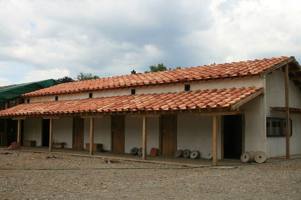 Gebäude mit mehreren Eingängen