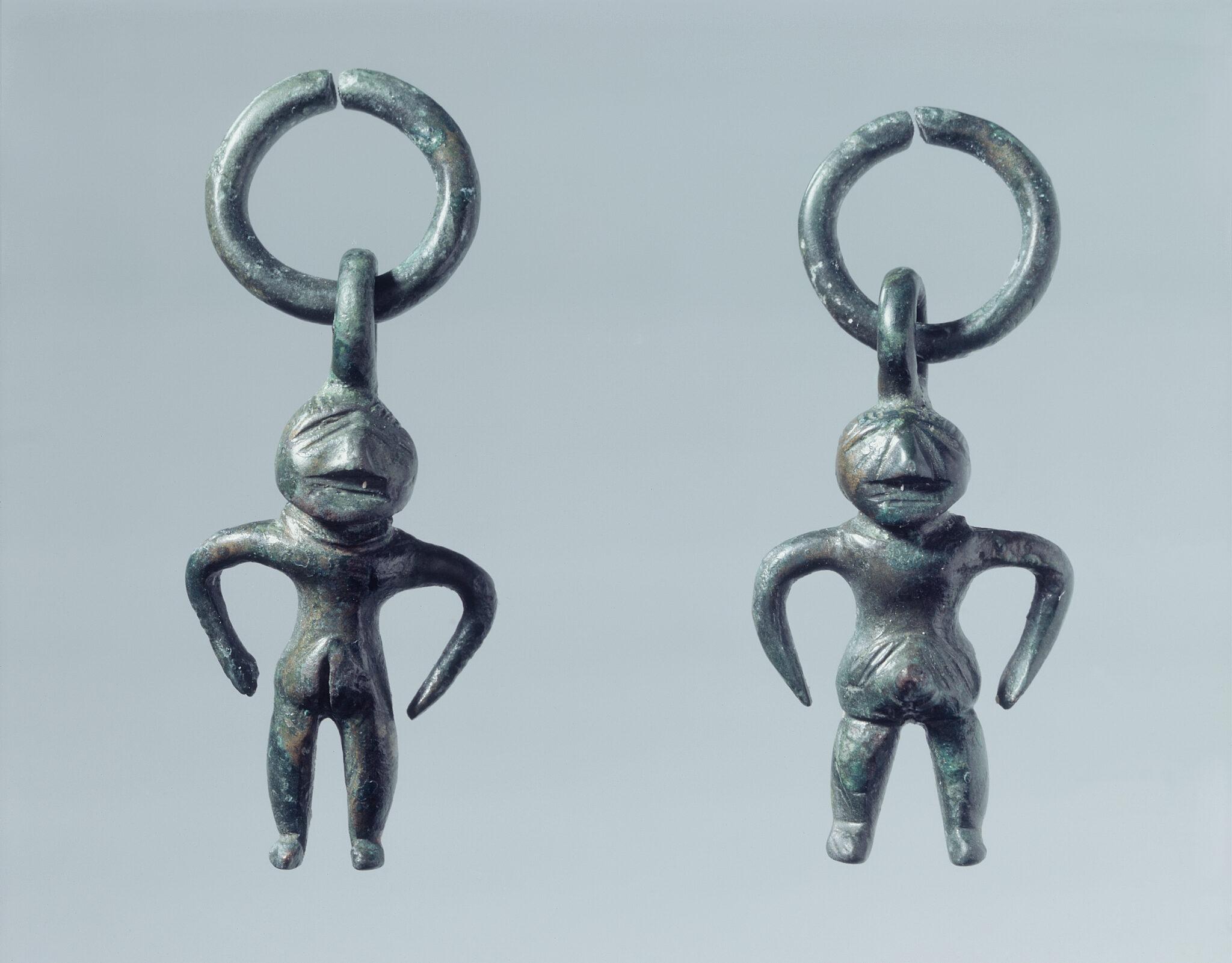 Weiblichen Figuren aus Bronze.