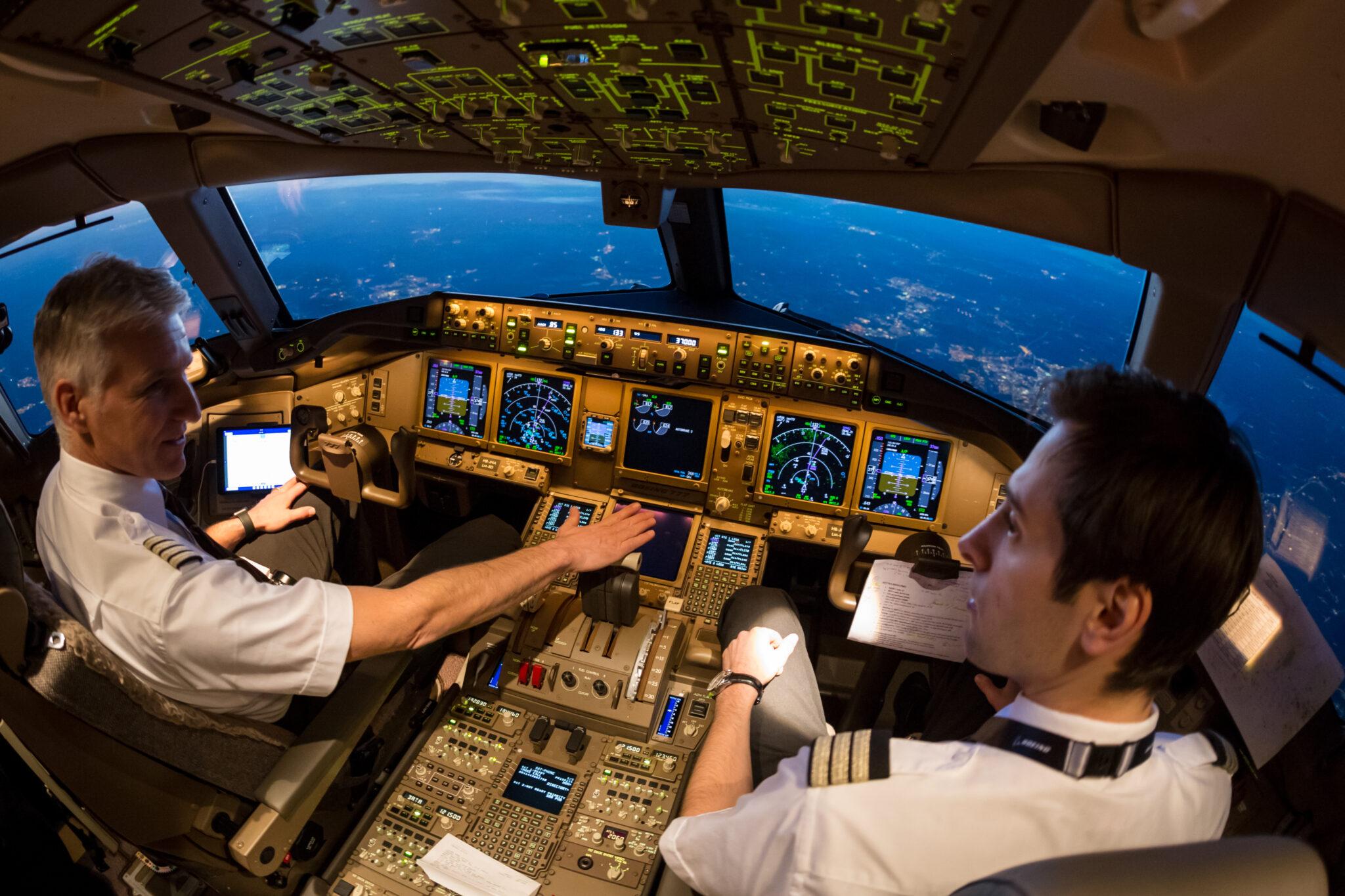 Zwei Piloten im Cockpit