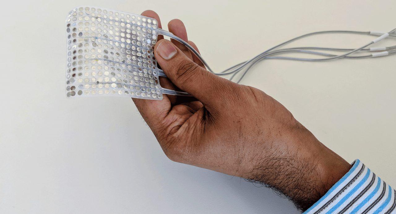 Hand mit Elektropad