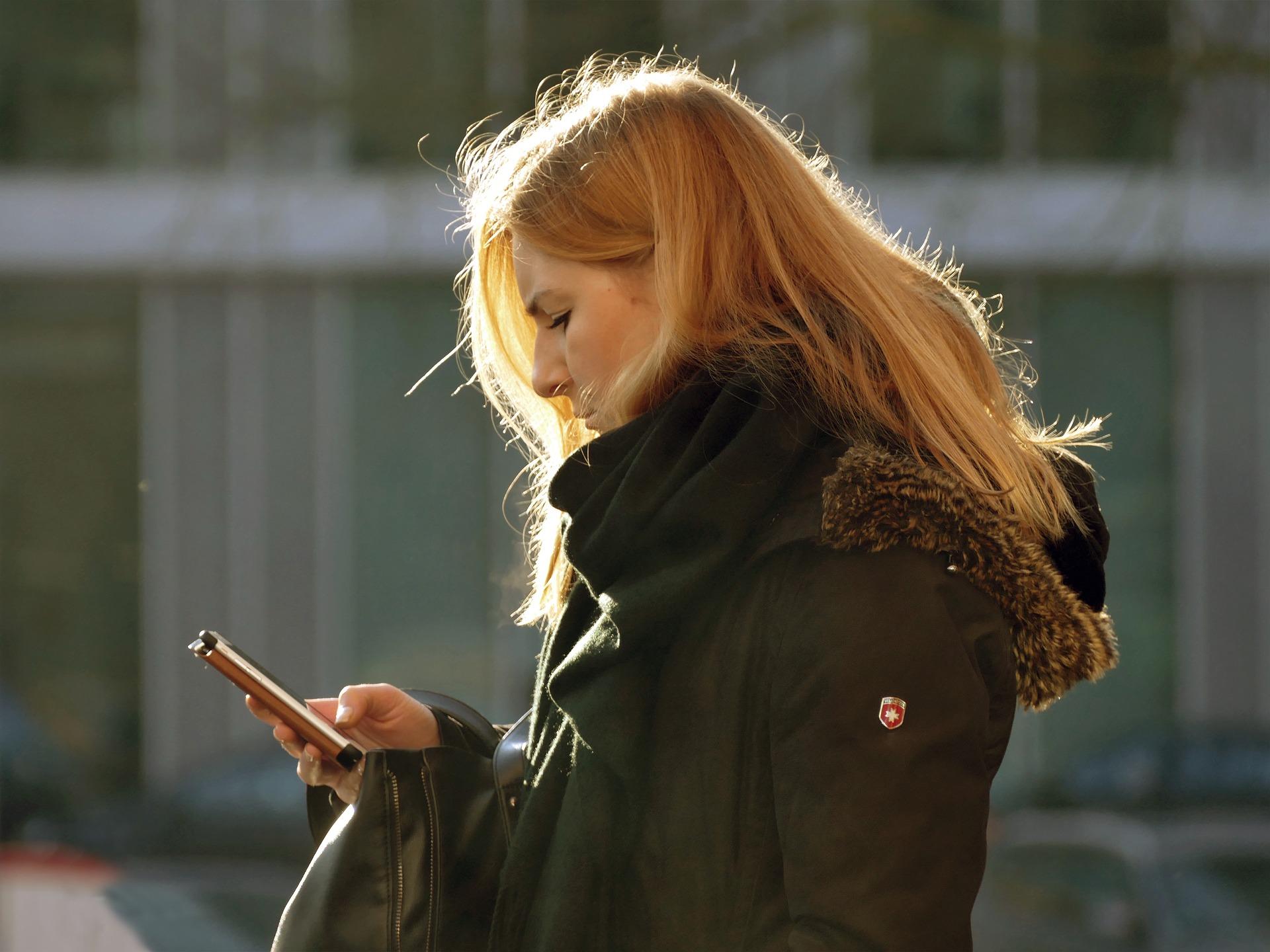 Frauen, die hormonfrei verhüten möchten, kommen an Zyklus-Apps kaum noch vorbei.