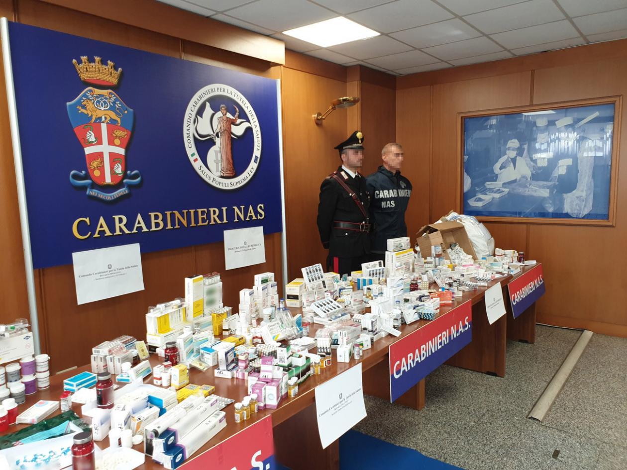 Polizisten mit sehr vielen Doping-Gütern.