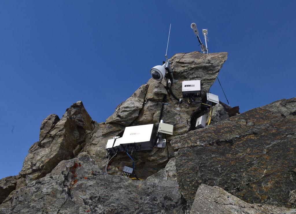 Sensoren und Kameras sind auf 3500 Metern auf dem Hörnligrat befestigt.