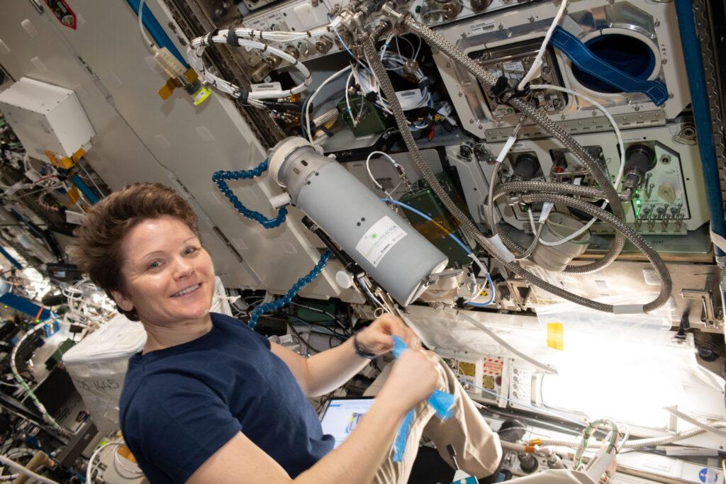 Anne McClain im Juni auf der ISS – kurz vor ihrer Rückreise.