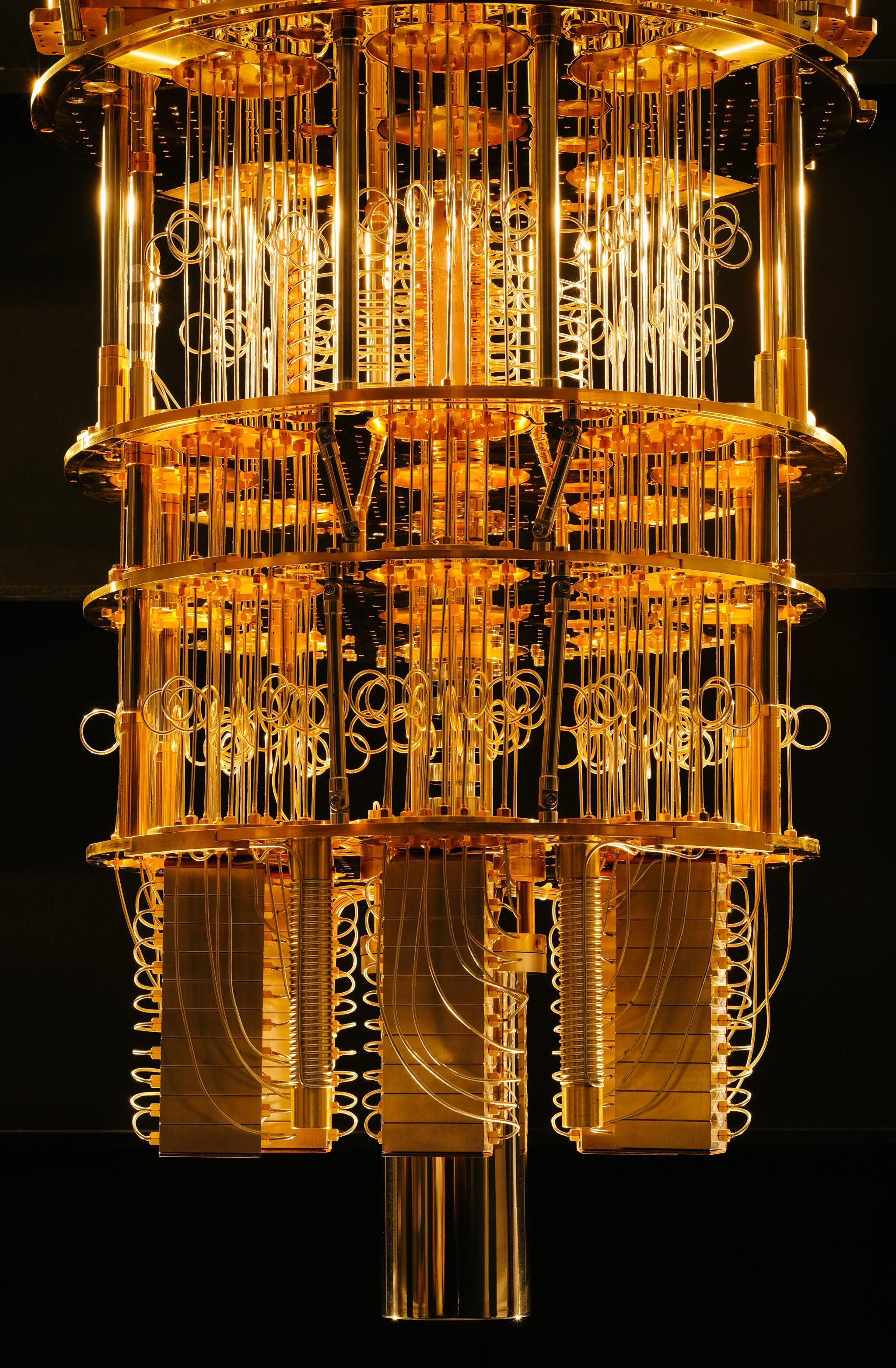 Kryostat, der einen Quantencomputer kühlt.