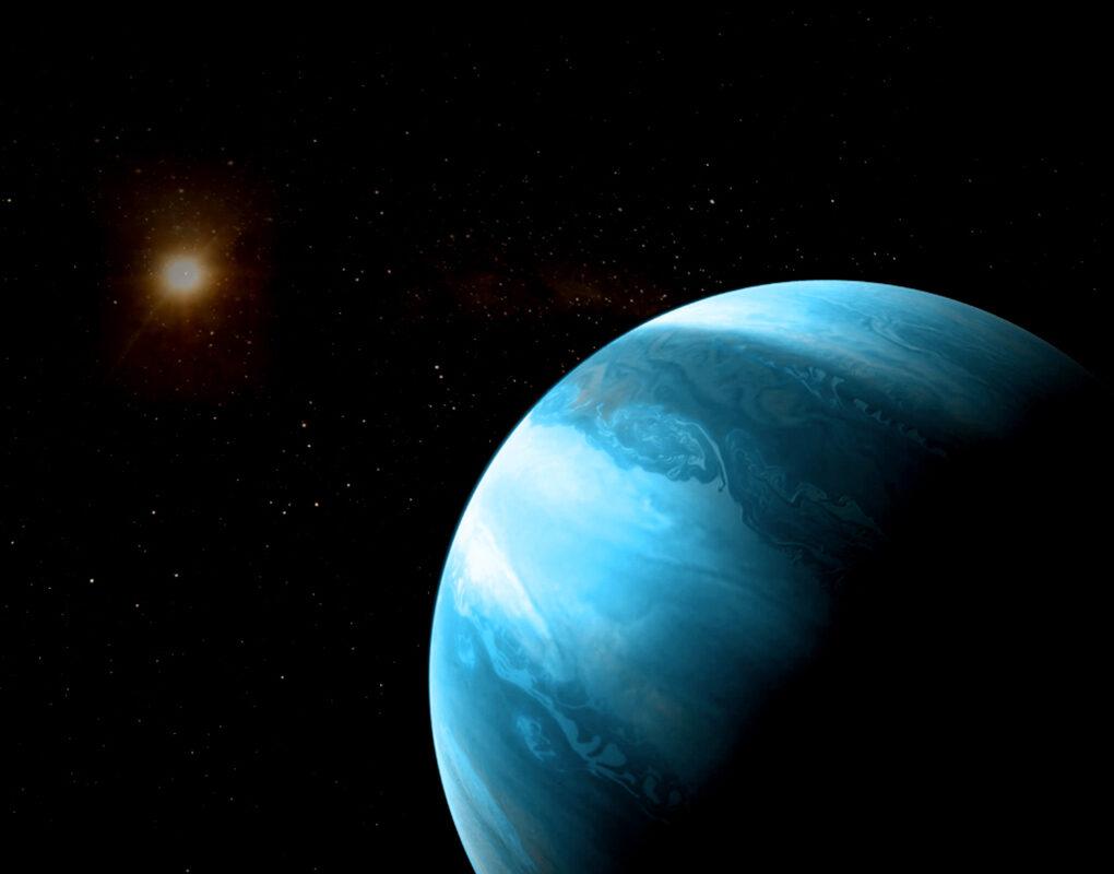Ein jupiterähnlicher Planet mit bläulicher Farbe kreist um einen kühlen Roten Zwerg.