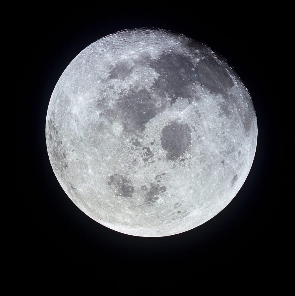 Ein Foto des Mondes von der Apollo aus.