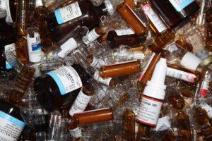 Verschiedene Medikamentenfläschchen