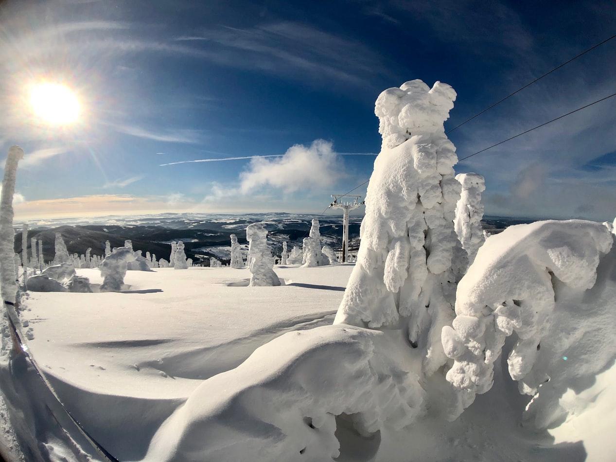Sehr verschneite Landschaft