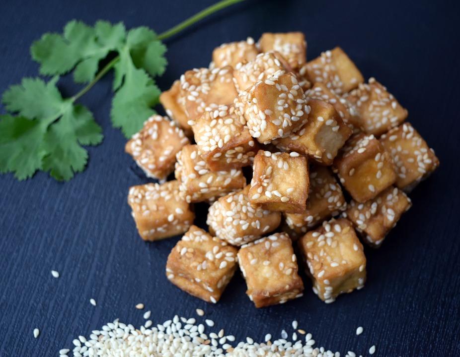 Tofuwürfel mit Sesamöl