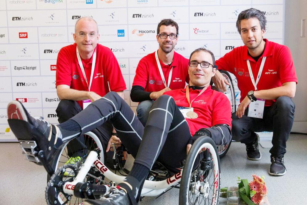 FES Dreirad mit Team