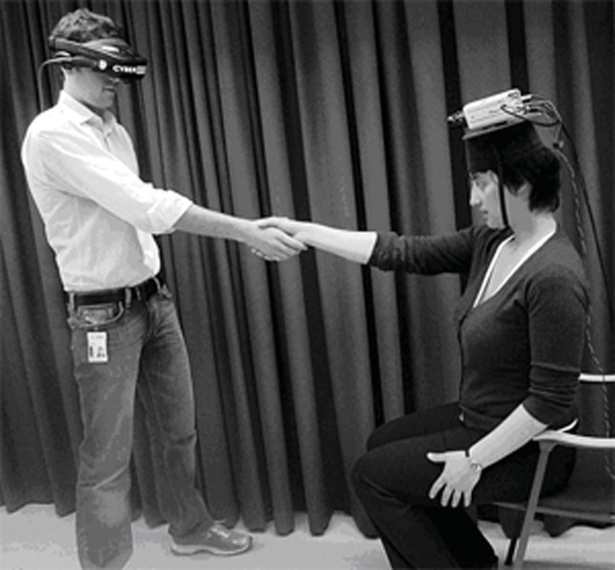 Experiment mit 2 Menschen mit VR Brillen