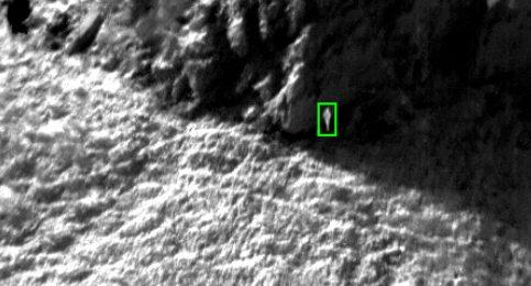 Thermisches Bild, Oberfläche in Grautönen, auf der man menschliche Umrisse erkennen kann.