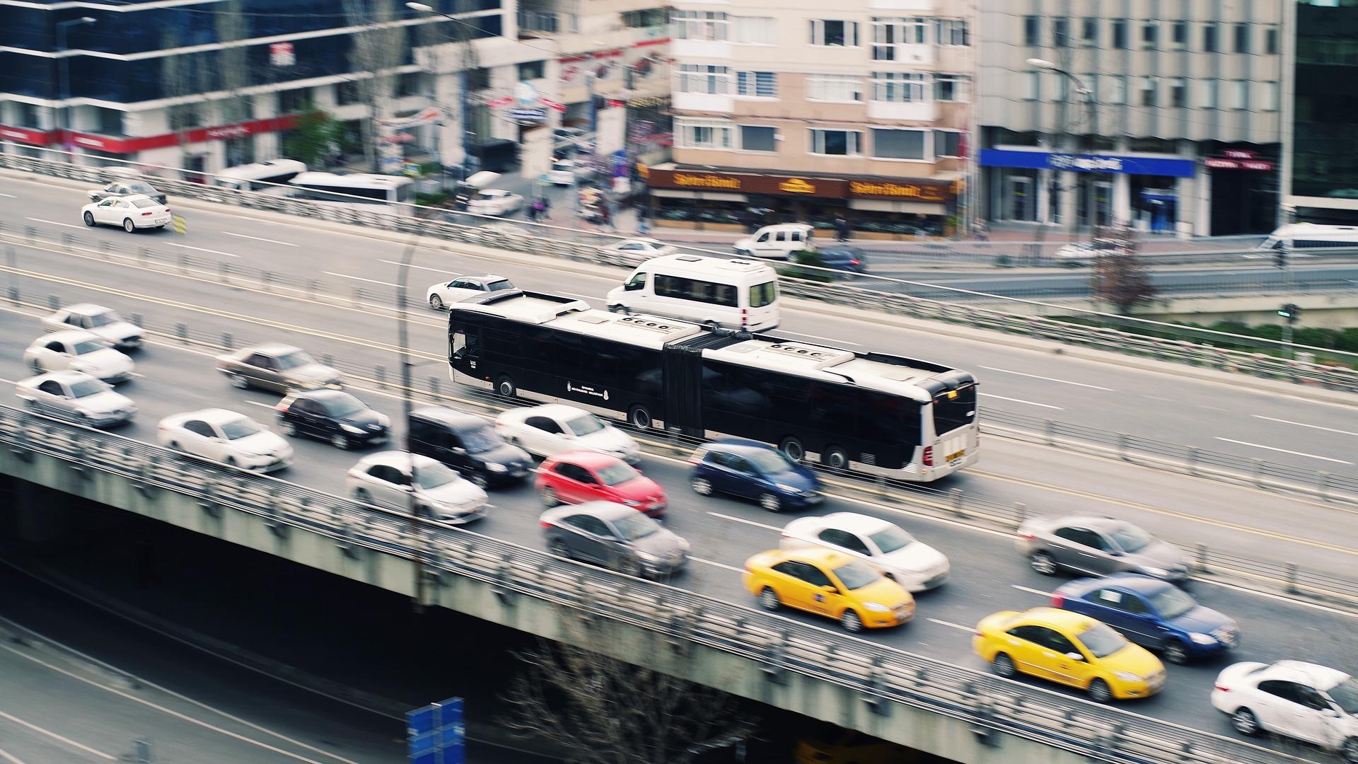 Stau auf einer Stadtautobahn