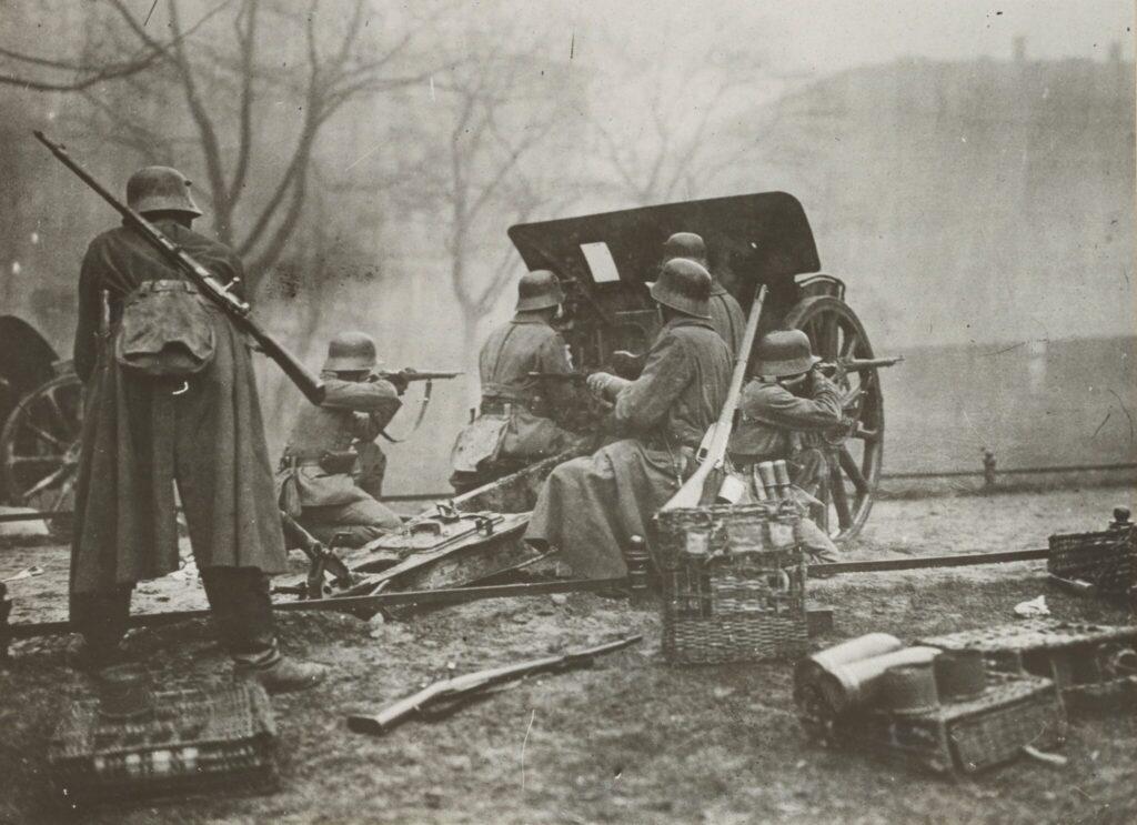 Artillerie eines Regierungstreuen Verbandes in Berlin am 11.März 1919.