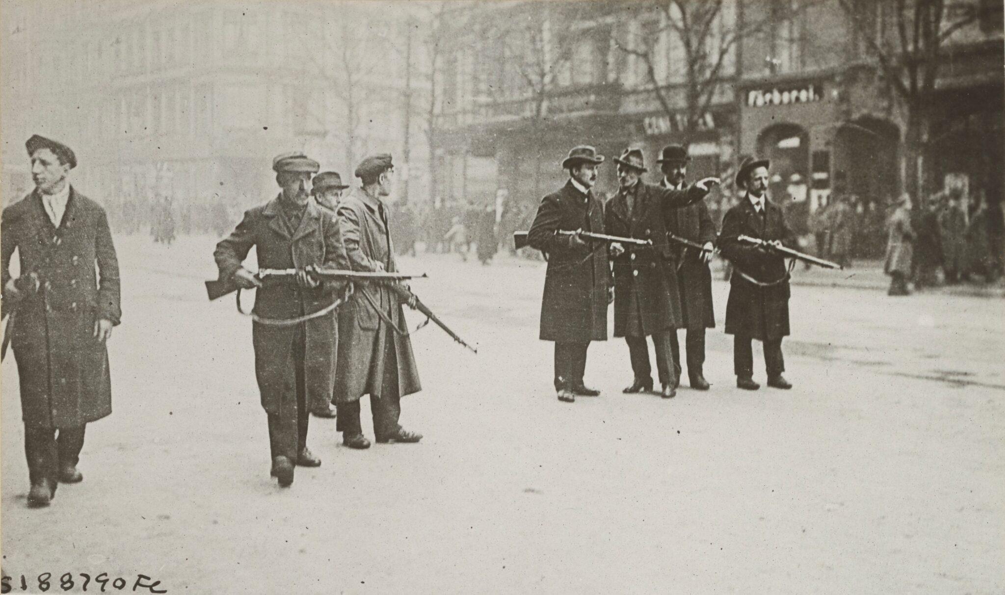 Strassenszenen in Berlin während der Märzkämpfe 1919.