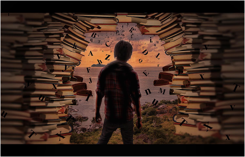 Eine Illustration von einem Kind, das mit dem Rücken zum Betrachter steht und fast nur als Schattenriss zu sehen ist. Es steht in einem Durchgang, der von Buchstapeln gesäumt ist und Buchstaben fliegen herum.