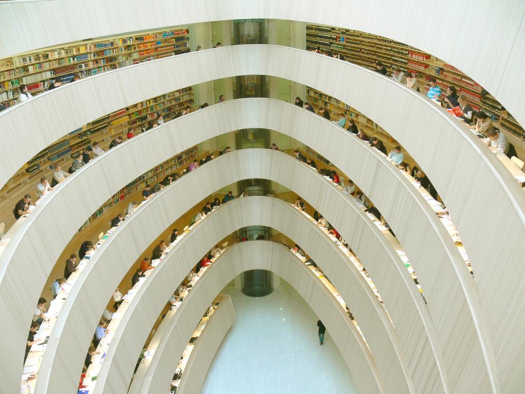 Jura Bibliothek der UZH. Innenansicht von oben