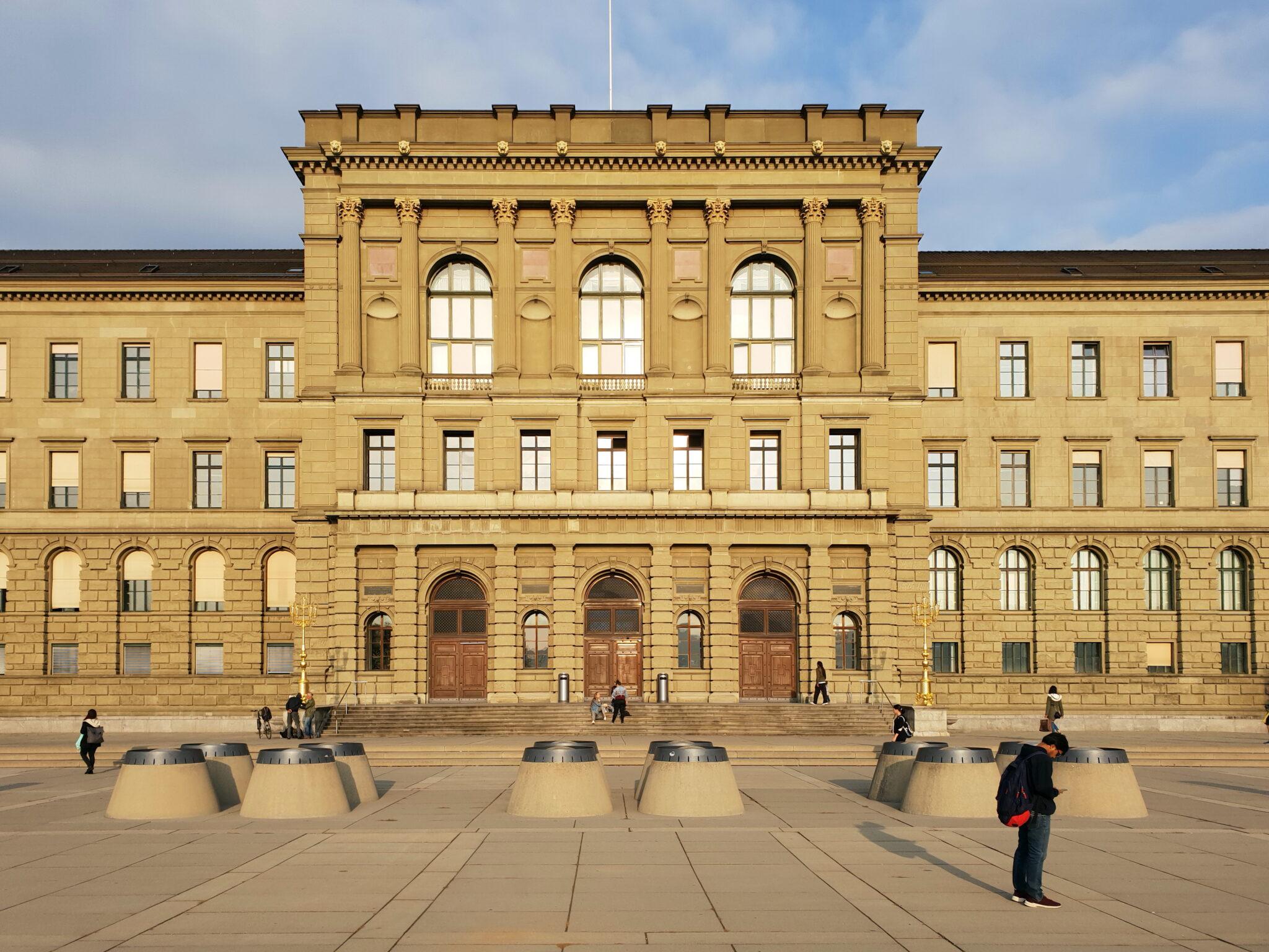 Frontansicht ETH Zürich, Hauptgebäude.