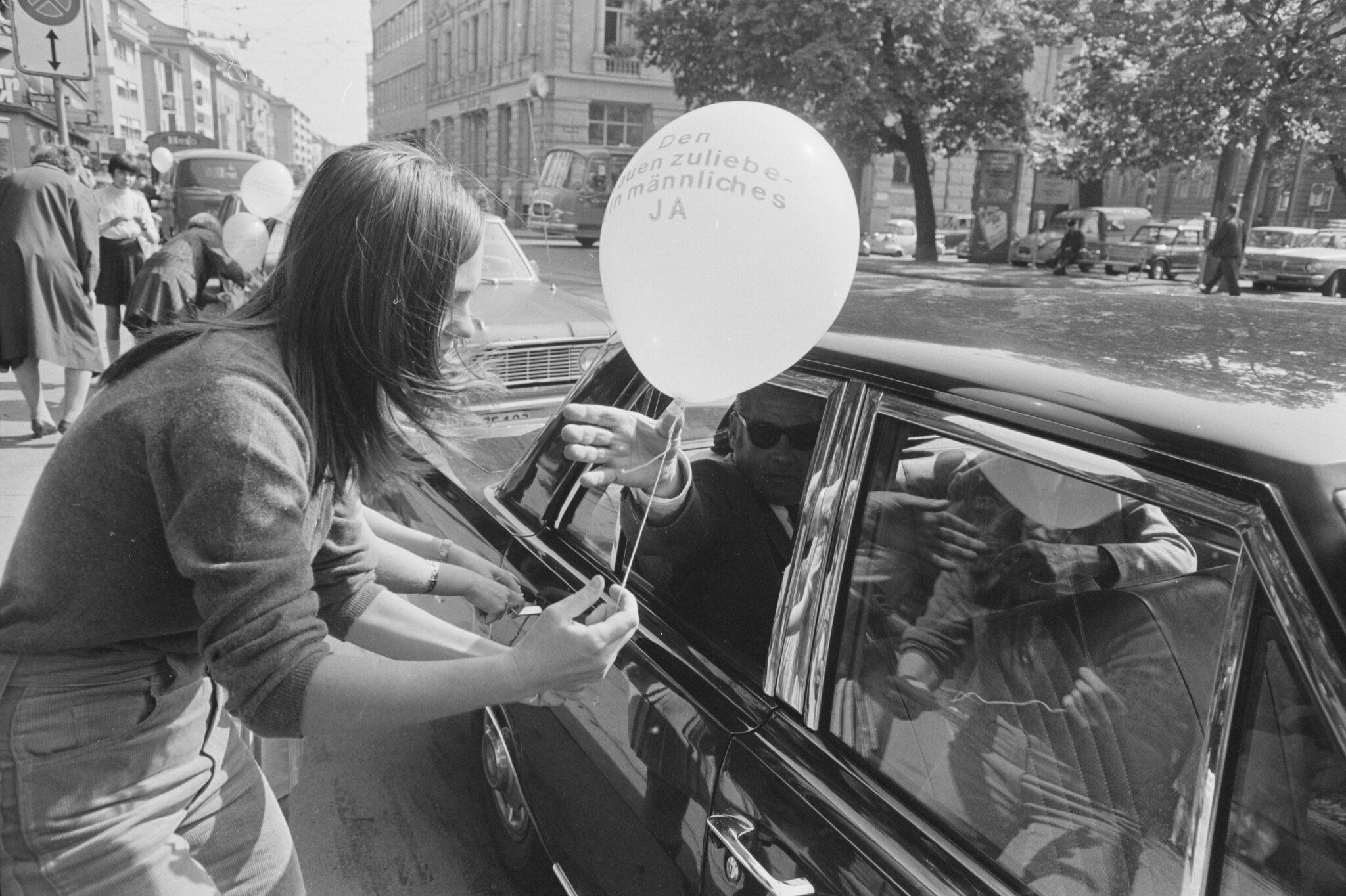 Ballonpropaganda für das Frauenstimmrecht