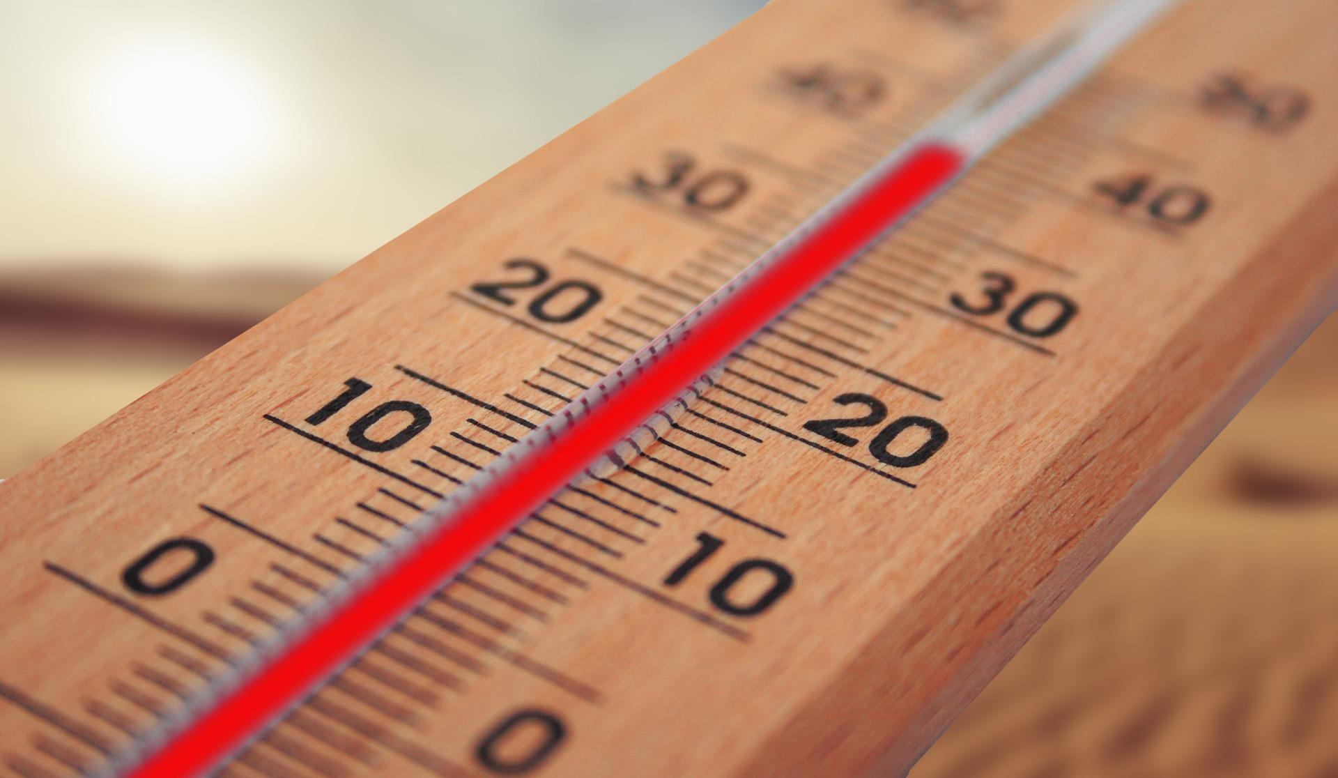 Ein Thermometer, das knapp 40 Grad Aussentemperatur anzeigt.