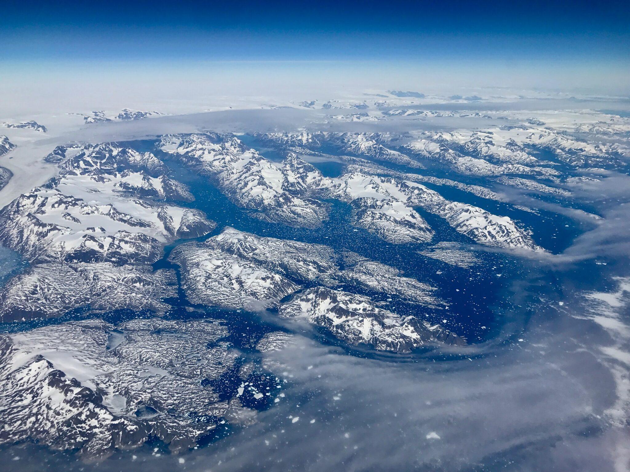 Eisiges Grönland von oben.