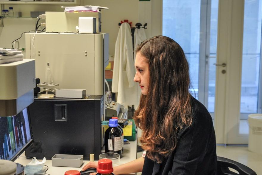 Samantha Anderson bei der Arbeit..