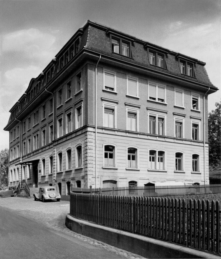 Das Metrohm-Gebäude 1943.