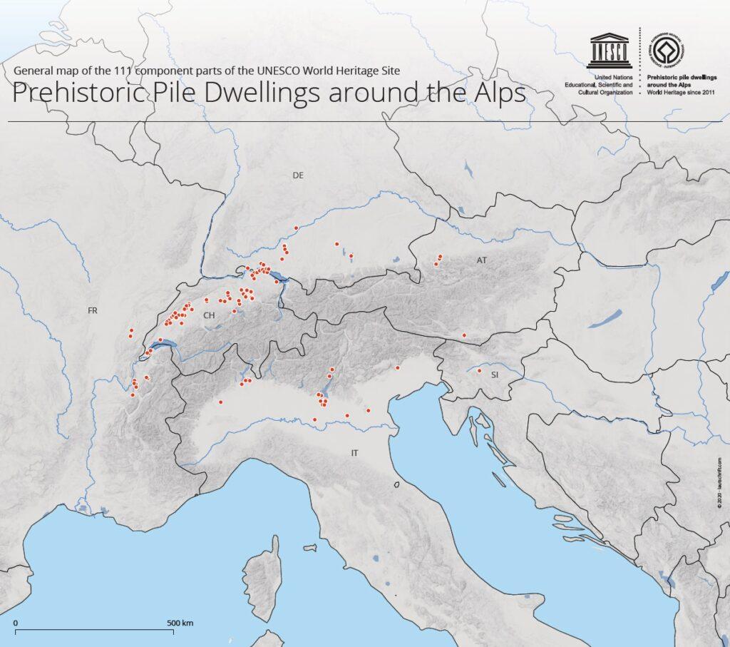 Karte mit den 111 Fundstätten um die Alpen herum.